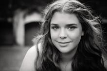 beautiful graduating senior teen in Las Colinas by Sunny Mays Photography