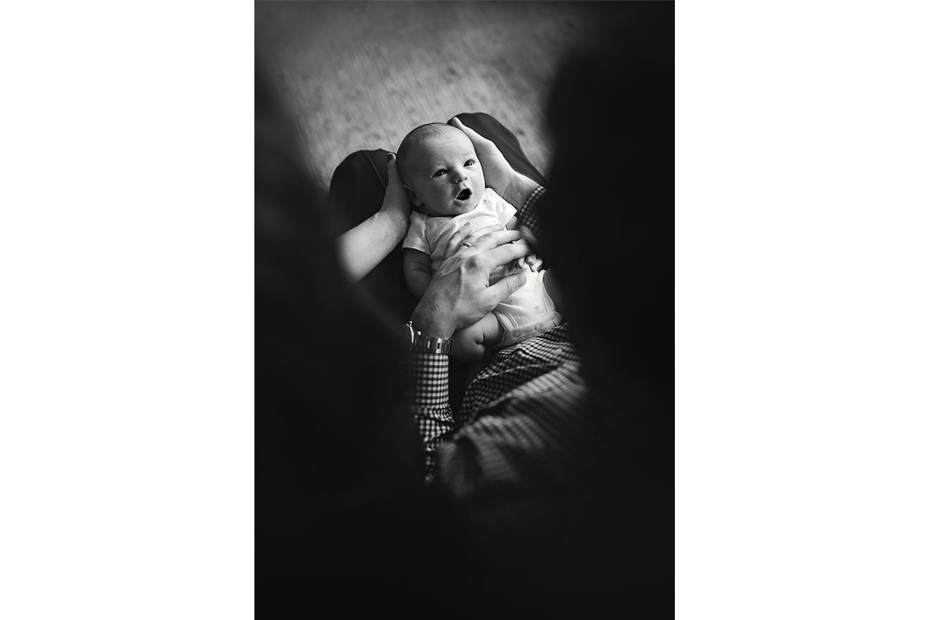 Newborn lifestyle black and white in Southake